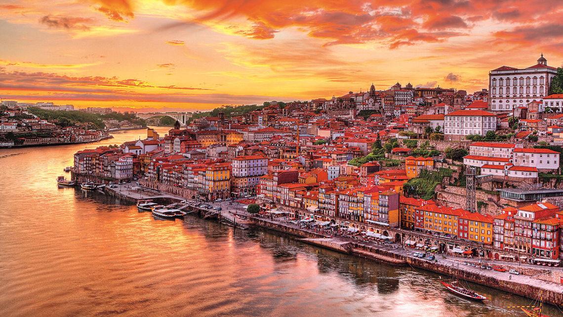 Razões pelas Quais Você deveria Fazer uma Viagem Internacional para Portugal